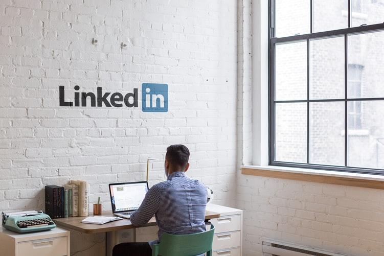 how to change linkedin banner