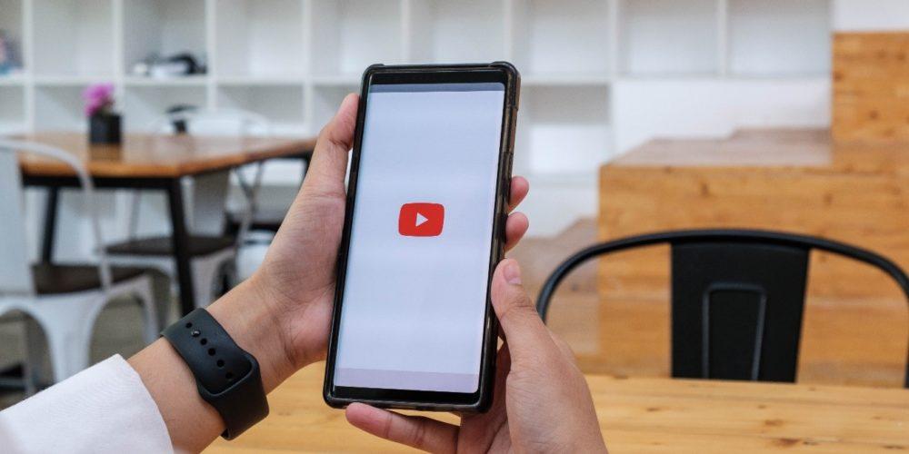 Hoe leeftijdsbeperkte video's bekijken op YouTube